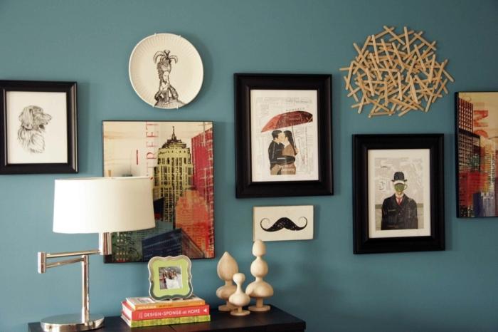 deco mur, lampe de chevet blanche, cadre photo vert, livres, armoire de salon, objets en bois
