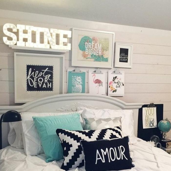 cadre rectangulaire, coussin turquoise, coussin amour, tableau lumineux, globe du monde, tête de lit blanche