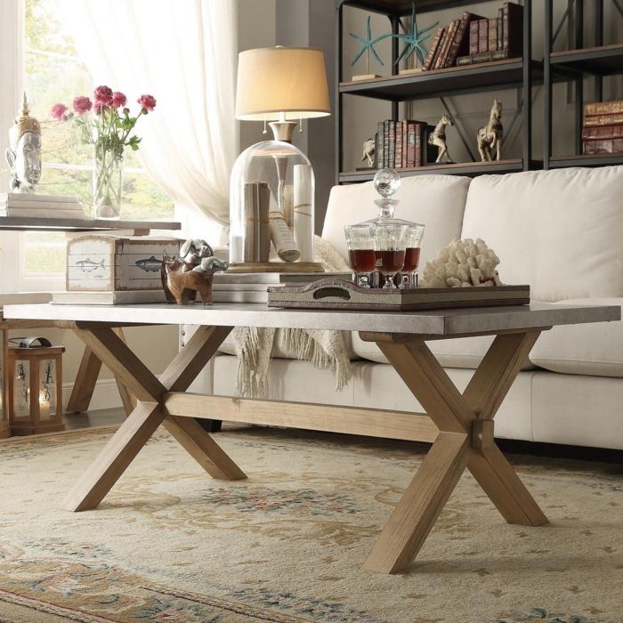 tabla basse en bois, tapis beige vintage, canapé blanc cassé, étagère s en métal, deco campagne chic avec des éléments rustiques