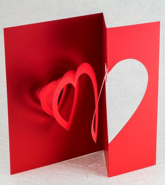 carte de fête des mères, coeur spirale sur une carte rouge pour saint valentin ou une autre fête