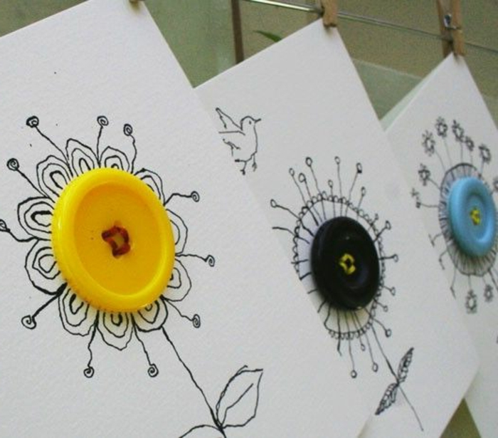 carte fête des mères, boutons coloré mis au centre de fleurs dessinées