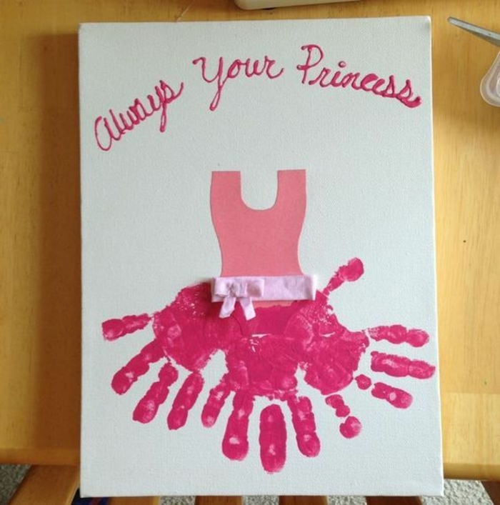 carte fête des mères, une robe de princesse rose originale avec ruban rose en tissu