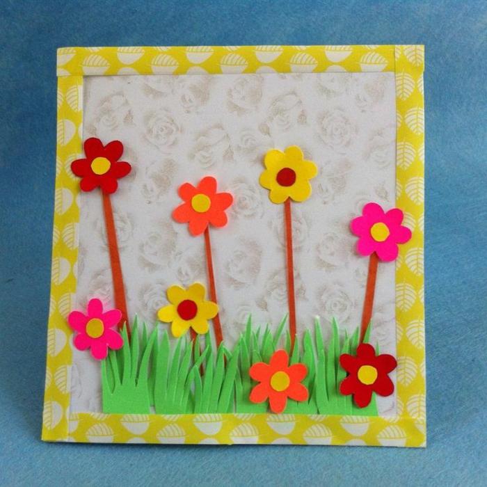 carte fête des mères, carte diy jardin vert avec des fleurs multicolores