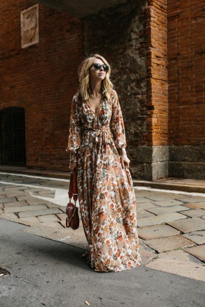 robe ethnique de style gypsy, joli imprimé floral, look bohème chic urbain