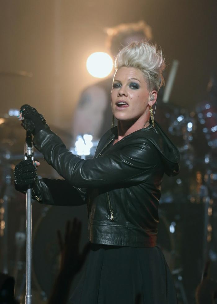 Look rock femme style rock chic tenue de jour rock Pink
