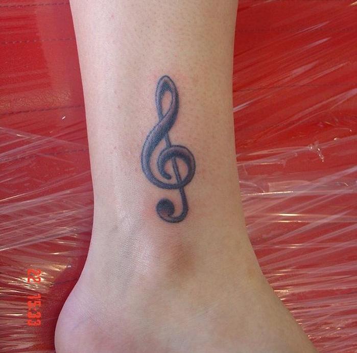 tattoo cle de sol cheville femme tatouage pied musique
