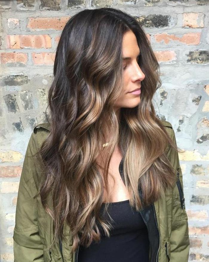 1001 looks tendance qui adoptent la couleur bronde - Meches blondes sur brune ...
