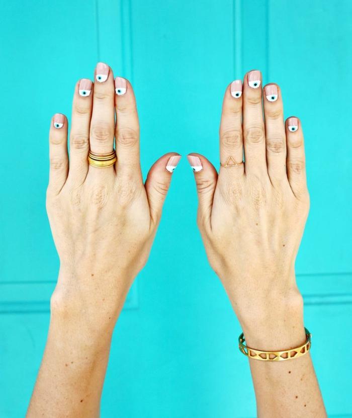 manucure maison, faire les ongles, bague en or, bracelet en or, manucure effet demi-lune, vernis nude