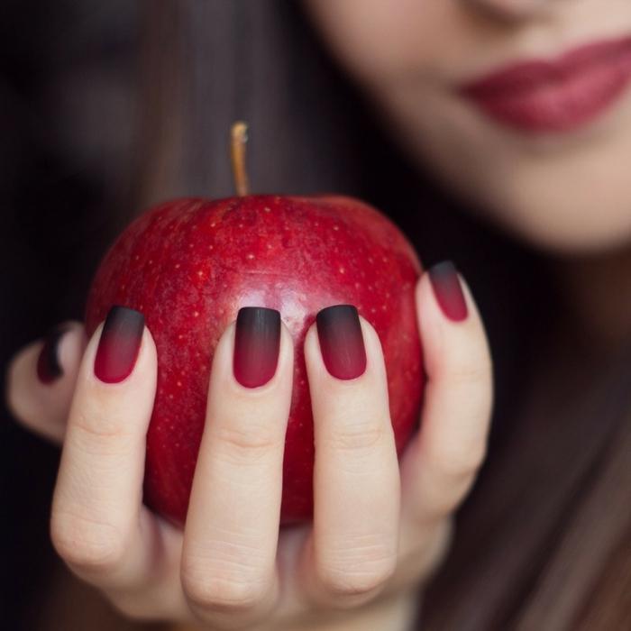 manucure maison, faire les ongles, effet mat, manucure à réaliser avec une éponge, pomme rouge, nail art