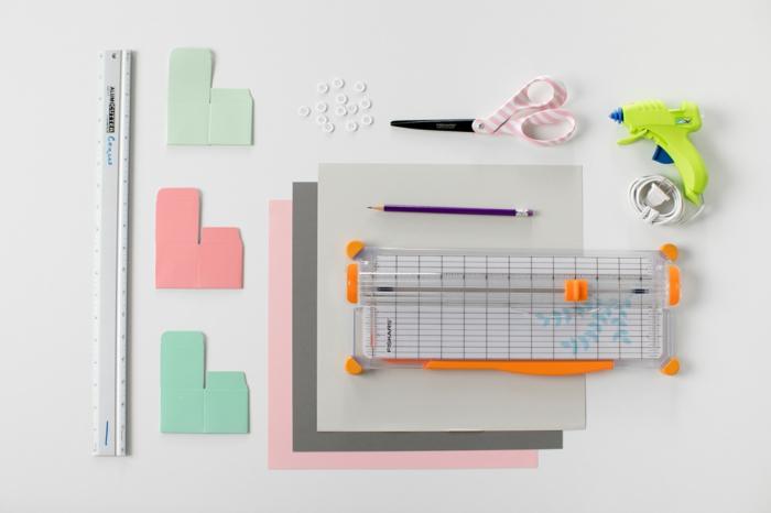décorer une petite boîte cadeaux d'un moulin à vent papier décoratif, tutoriel facile à réaliser