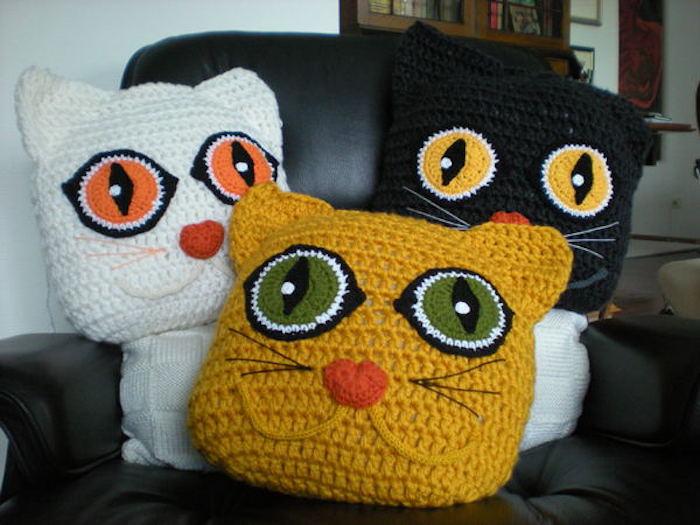 idée broderie coussin en lain en forme de chat