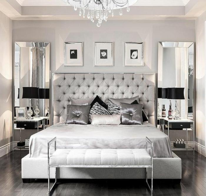couleur gris perle, tête de lit capitonnée, plafonnier en crystal, coussins déco, banquette de lit blanche