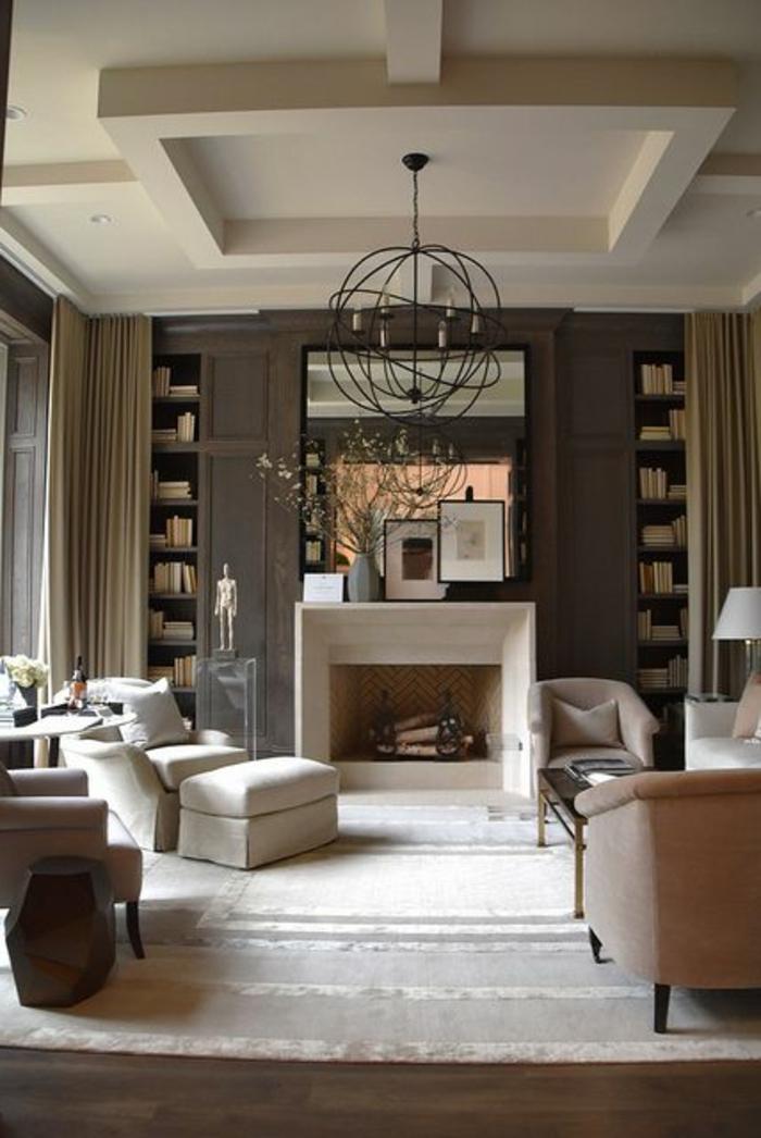 couleur qui va avec le gris, fauteuils couleur taupe, chandelier rustique, étagère intégrée