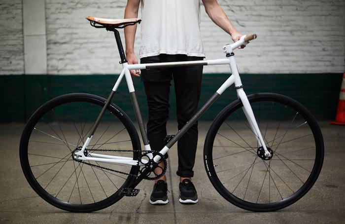 fixie vélo pignon fixe fixies blanc noir photo idée conversions guidon fixe droit bois