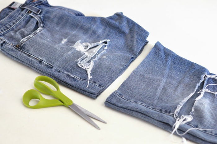 deco dentelle, couper des jeans pour les transformer en shorts, customisés d appliques de dentelle, projet pour customiser un jean