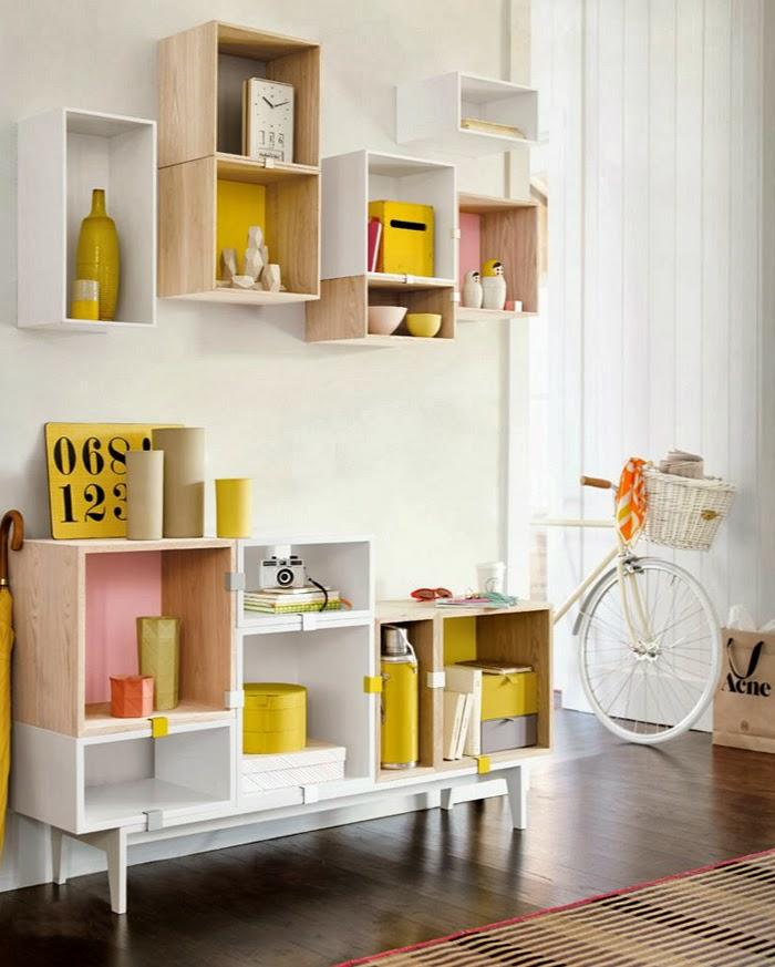 une décoration ocre jaune pour dynamiser l'ambiance monochrome dans un salon monochrome