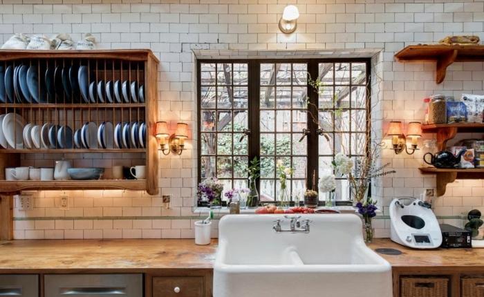 relooker sa cuisine, comptoir de cuisine en bois, évier de ferme, panier en paille, étagère murale en bois