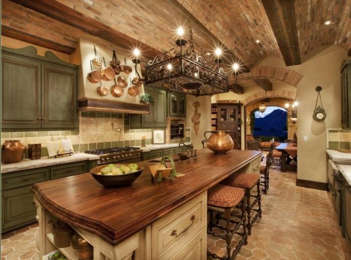 relooker cuisine en bois, suspension luminaire en fer forgé, armoires de cuisine kaki, four électrique, tabouret de bar