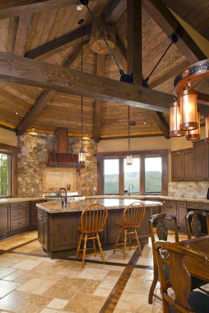 cuisine aménagée, cuisine en bois, grande fenêtre vers les montagnes, table à manger en bois, carrelage beige