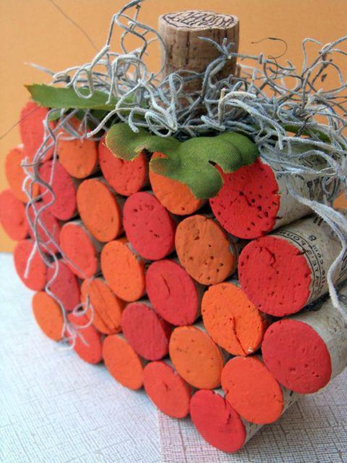 décoration bouchon liège, centre de table bouchons colorés des côtés