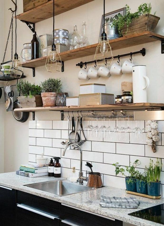 cuisine campagne chic, etageres en bois, plantes, vaisselle decorative, carrelage blanc, suspensions industrielle