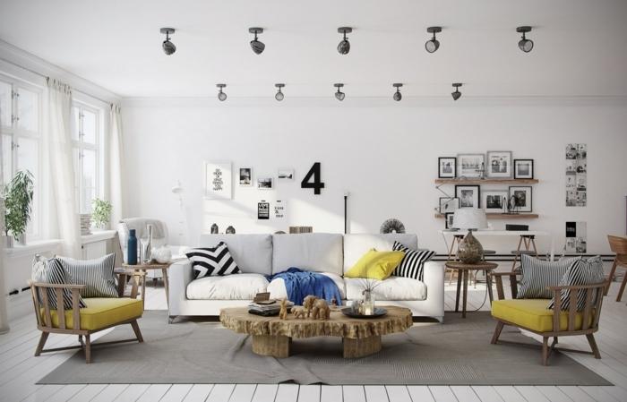 deco scandinave salon en gris et blanc, accents coussins de chaise jaunes, couverture bleue, canapé blanc, table rustique, deco murale photographie noir et blanc