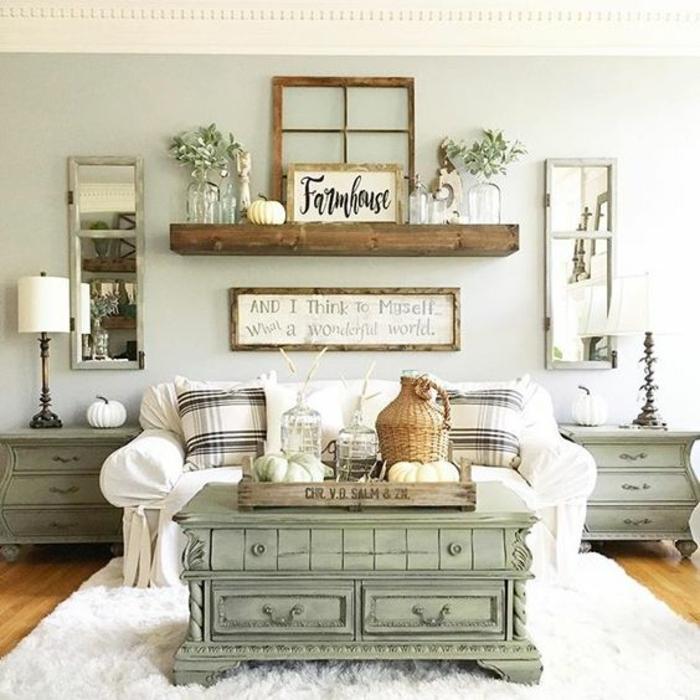 deco sejour campagne chic, table basse vintage vert pastel, mur couleur pastel, canapé blanc et coussins en noir et blanc, miroirs rectangulaires, etageres en bois, dame-jeanne, plaques décoratives en bois