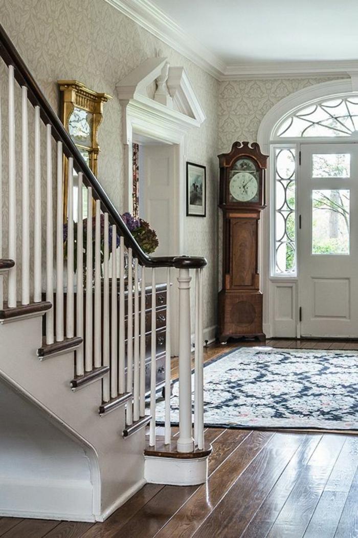 Decorer Une Entree Avec Escalier. Idee Deco Couloir Idees Pour ...