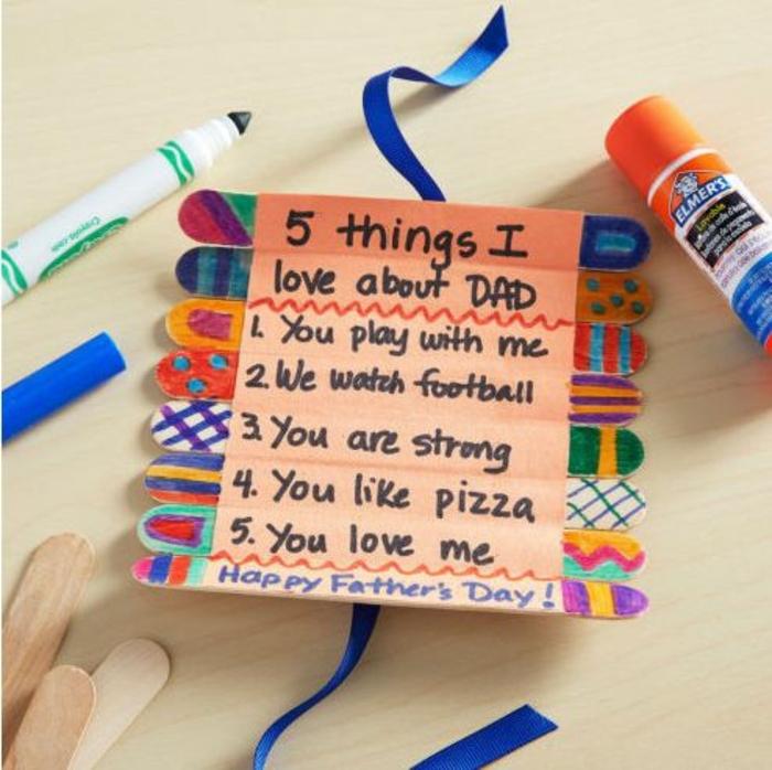 cadeau anniversaire papa a fabriquer, batonnets de glace customisés et collés ensemble, decoration aux feutres multicolores, cinq choses que j aime chez papa