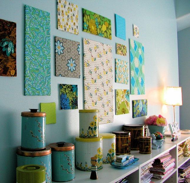 faire des panneaux décoratifs de tissu pour decorer un mur blanc, activités manuelles adultes interessantes