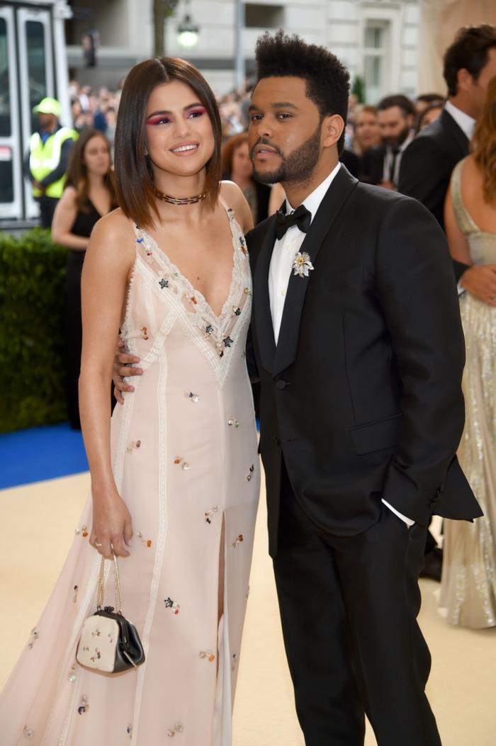 le chanteur the weeknd et la chanteuse selena gomez, nouvelles couples de stars en 2017