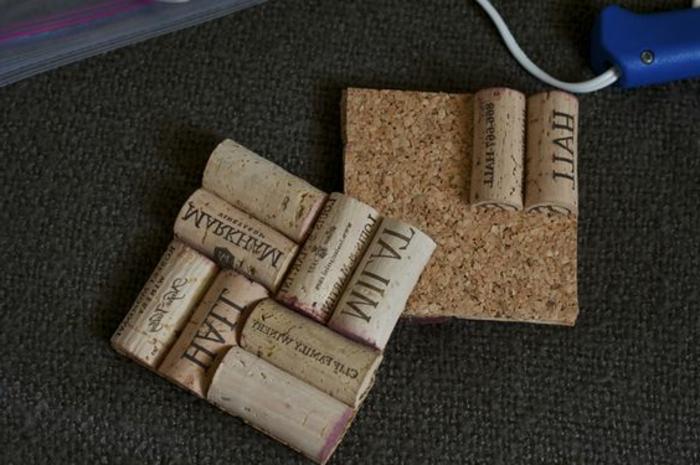 que faire avec des bouchons, trivets carrés originaux et au design naturel