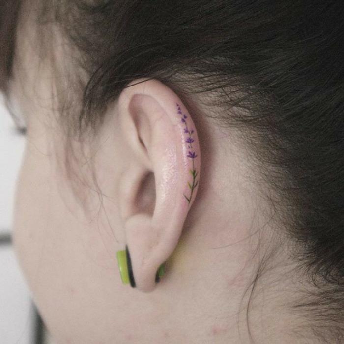 Cool tatouage oreille femme tatto caché idée helix lavande