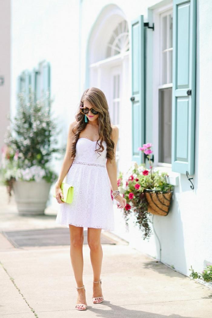 Voir les tenues de fetes femme cool idée quoi porter en vacances robe sandales à talon