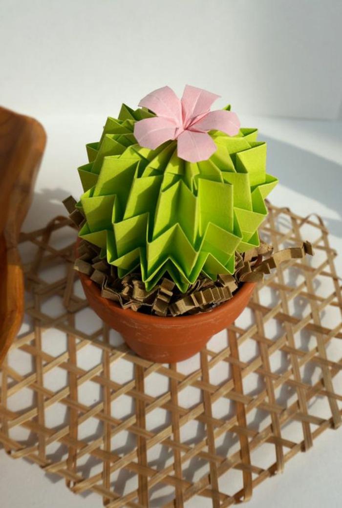 fete des meres activité manuelle, origami cactus mis dans petit pot de fleur