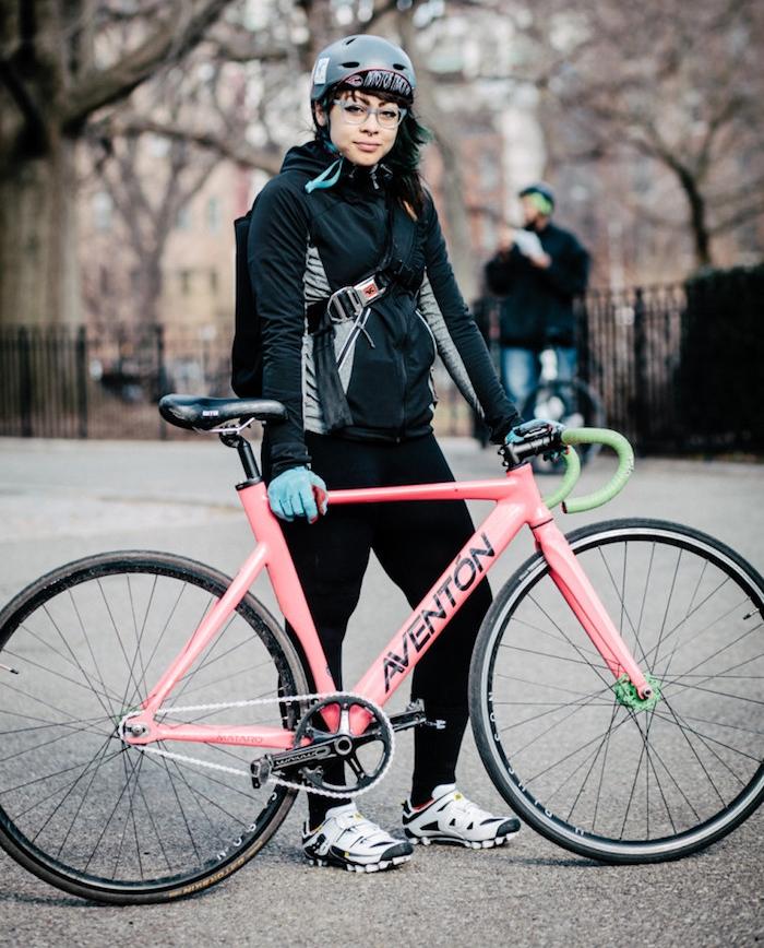 fixie femme pignonfixe cadre aventon piste vélo rose fixe