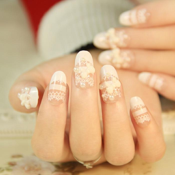 ongle manucure, vernis blanc, décoration ongles avec stickers, motifs dentelle, 3d technique pour ongles