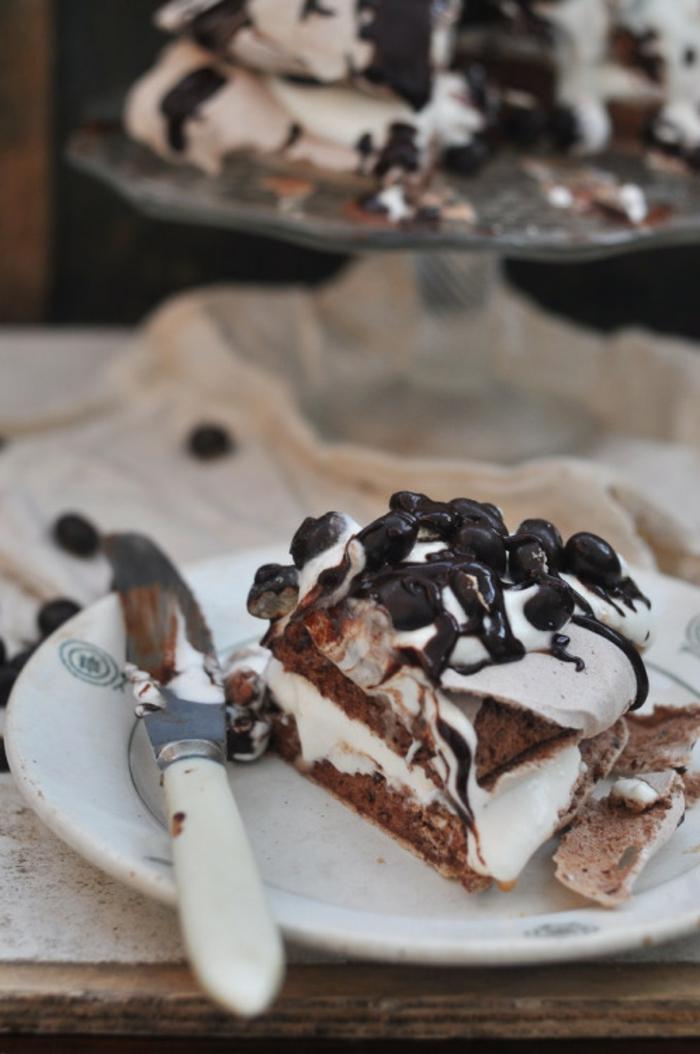 une recette de pavlova savoureuse au chocolat, gâteau de noel chocolaté