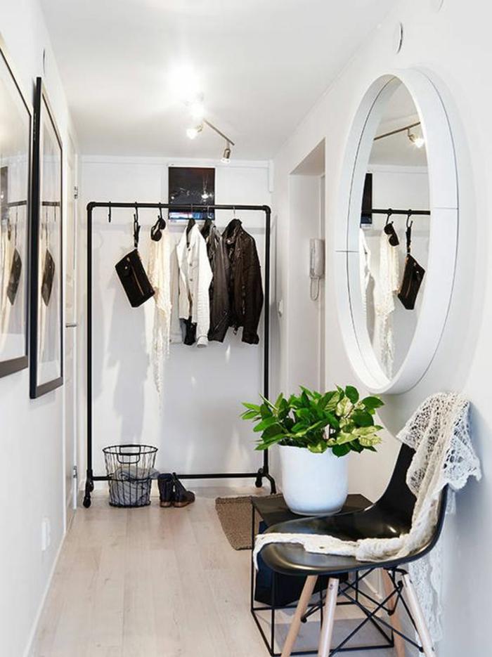 photos hall d'entrée maison avec miroir rond blanc style vestiaire pour couloir long et étroit