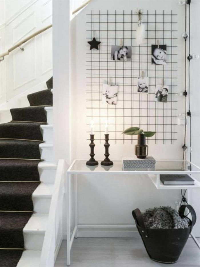 idee deco hall d entree maison avec du noir et blanc et deux bougeoirs en noir avec panier noir