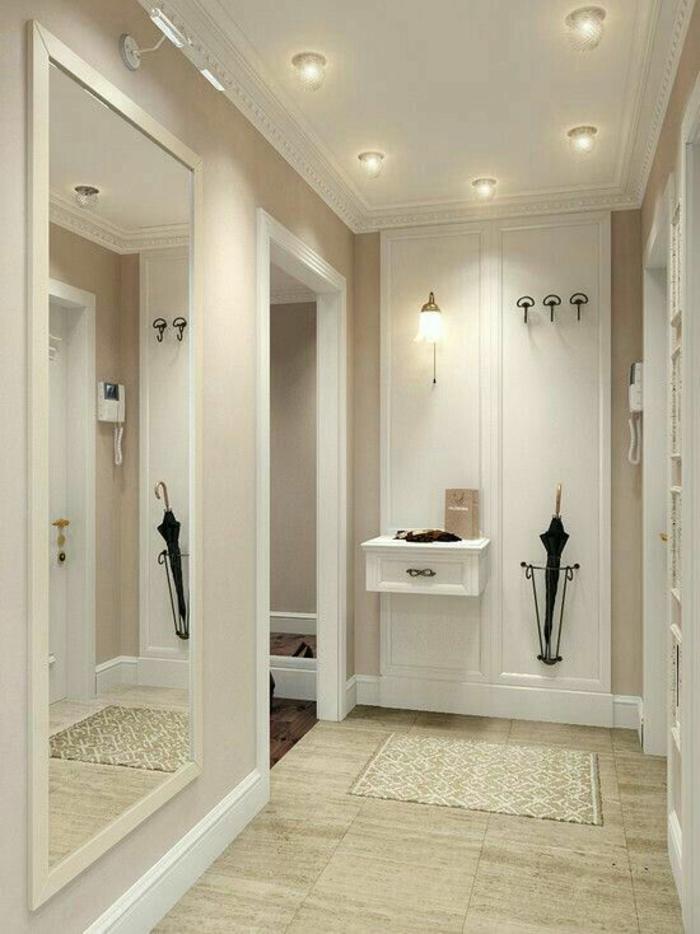 aménagement hall d'entrée maison lumineux en blanc et beige