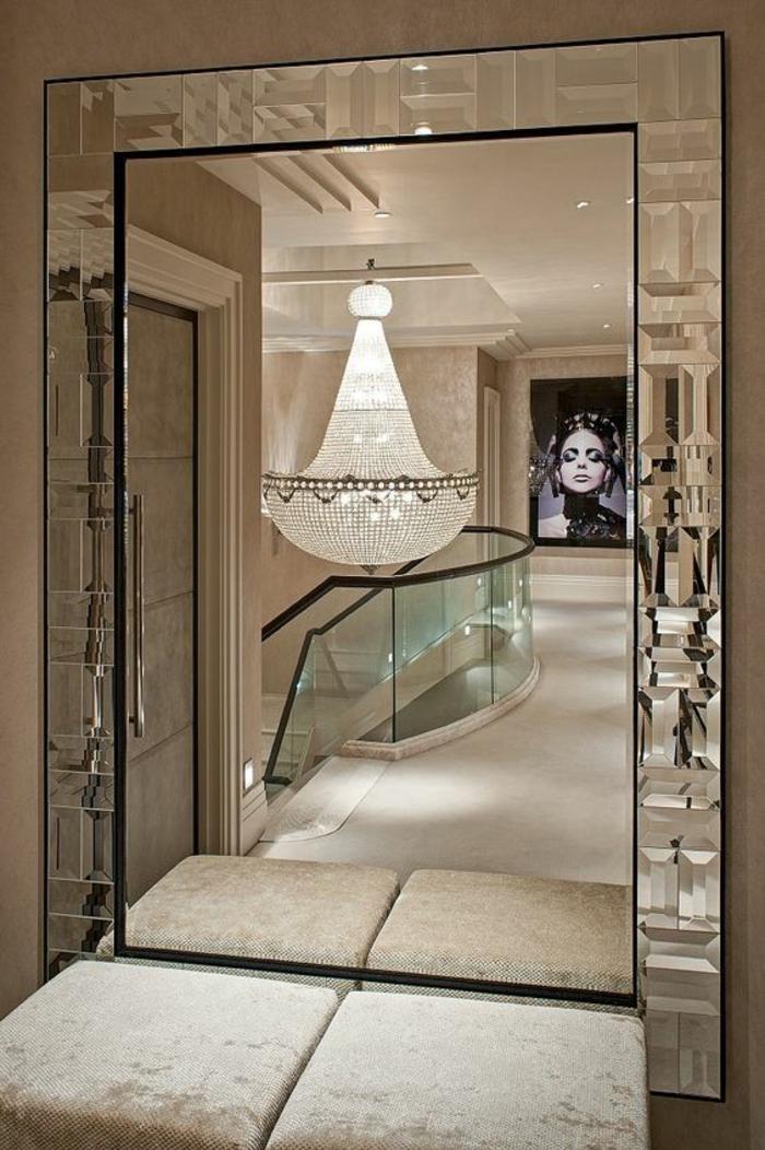 photos hall d'entrée maison avec grand miroir aux bords irréguliers étincelants