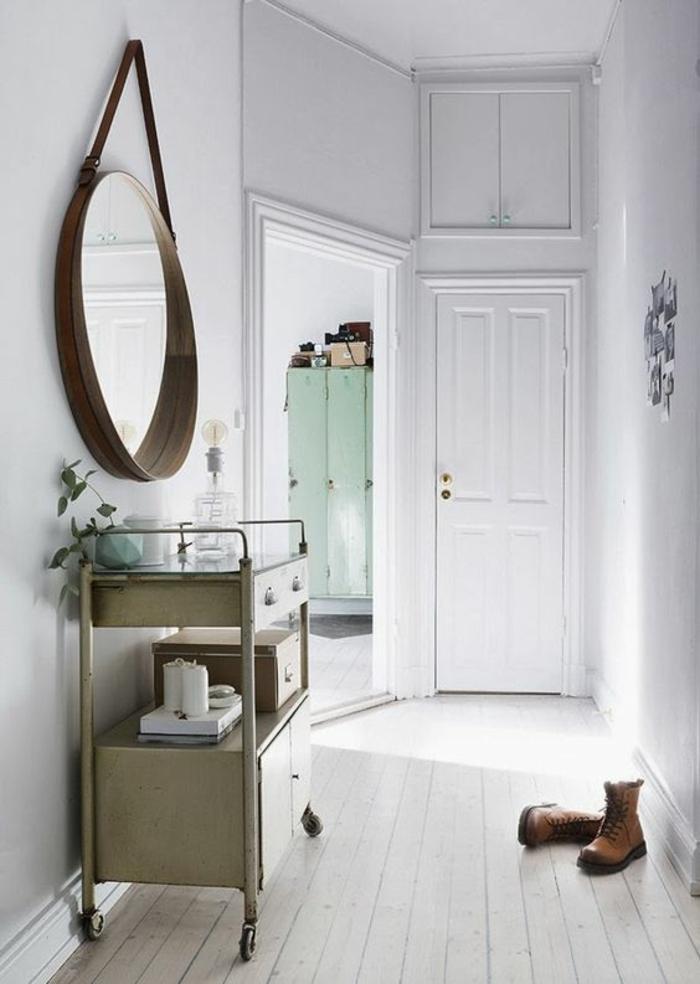 aménagement hall d entrée maison styles entre scandinave et vintage avec meuble à roues