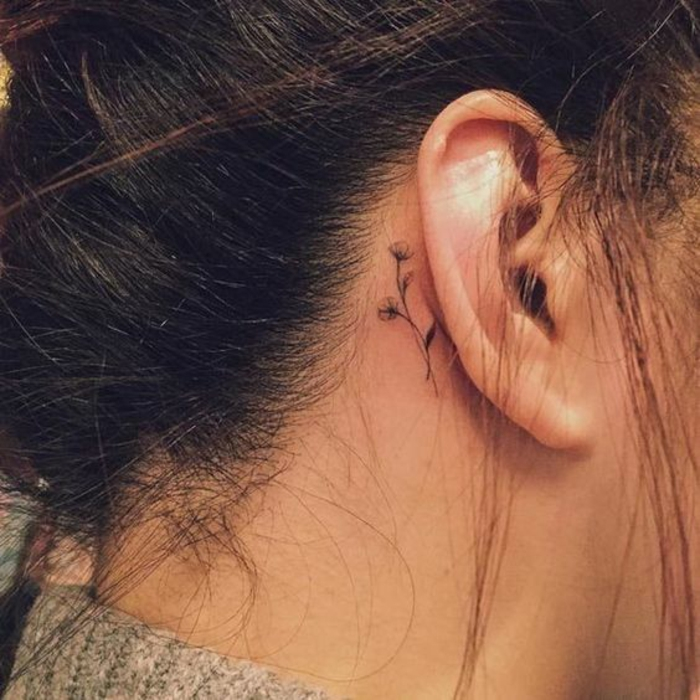 Tatouage femme sur l oreille quel tattoo choisir