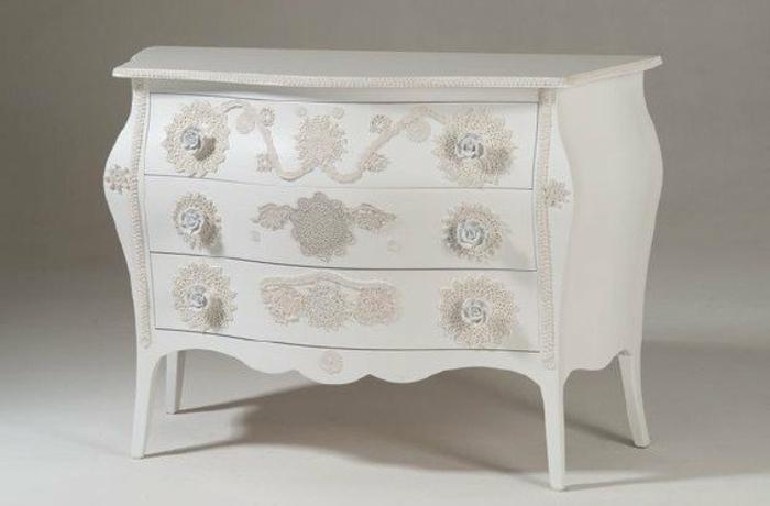 deco dentelle, armoire vintage chic customisé, idée comment customiser un meuble en bois soi meme