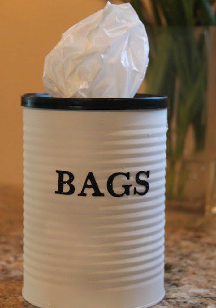 fabriquer une boite à mouchoirs à partir une boite de conserve, repeinte en blanc, idée activité créative adulte