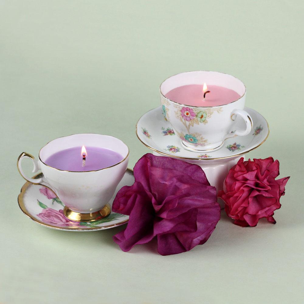 activité manuelle adulte, faire des bougies shabby chic dans une tasse à thé motifs floraux, fleurs en tissu, que faire quand on s ennuie, idee creation deco