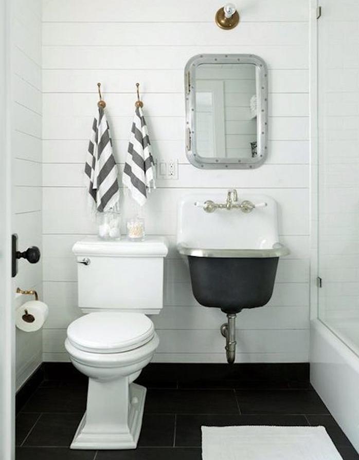 salle de bain rénovée rénover salle eau reno murs blancs mosaique idée aménagement