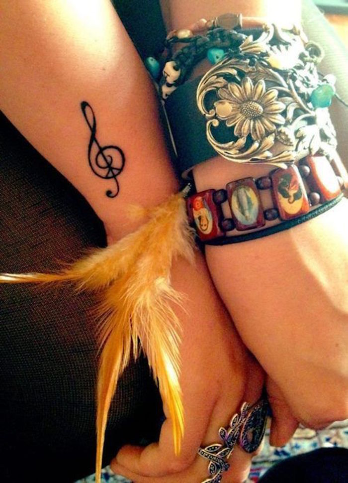 clé sol tatouage avant bras femme original idée de tattoo petit musique