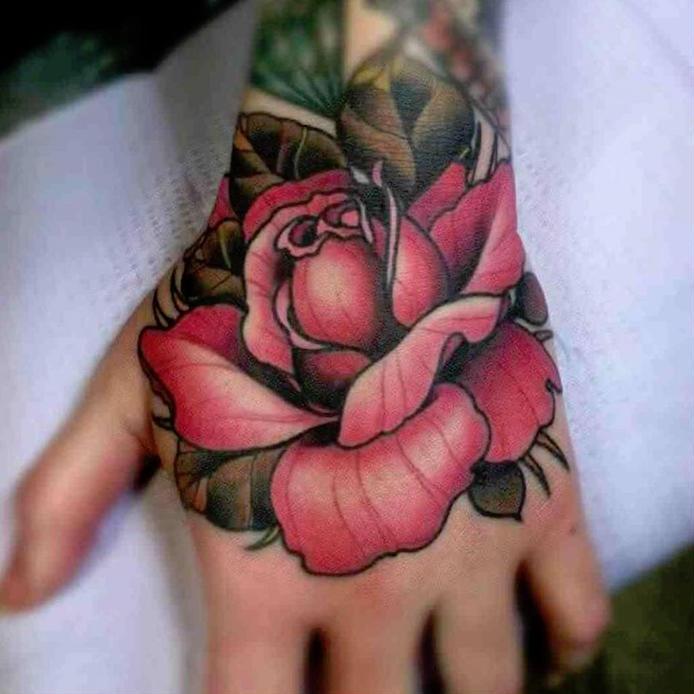 tatouage poignet rose roses tattoo fleurs main femme homme